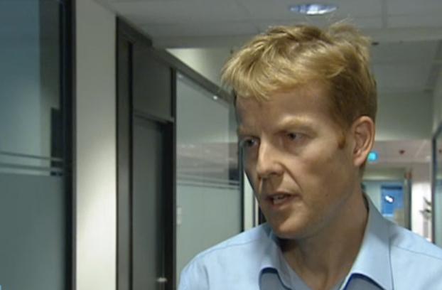 Statssekretæt Pål Lønseth rett før nesa hans begynte å vokse (NRK)